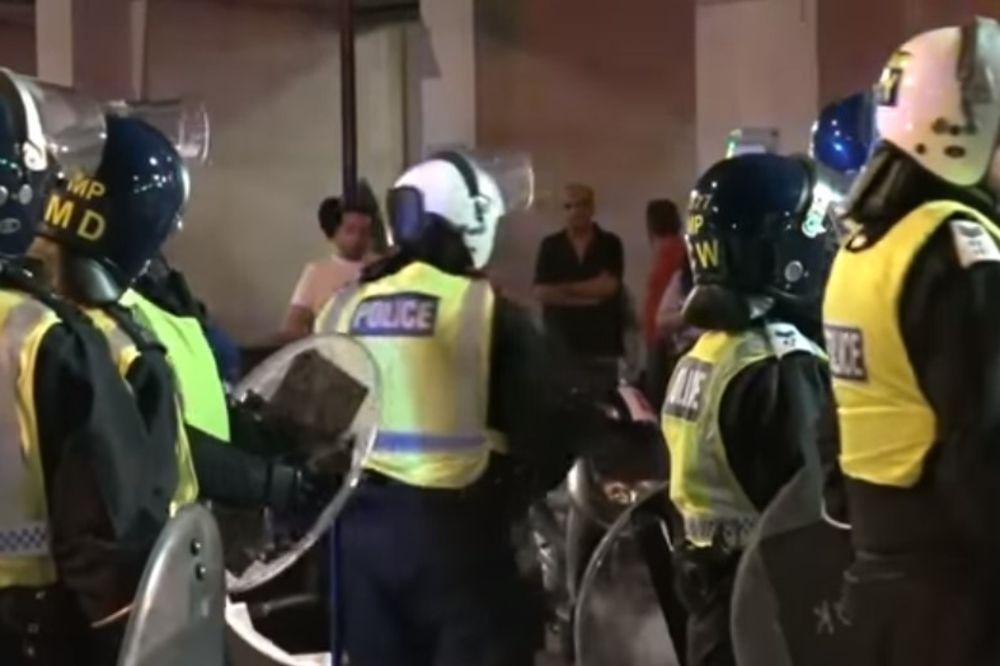 (VIDEO) NEREDI U LONDONSKOM HAJD PARKU: Troje izbodeno, uključujući i policajca
