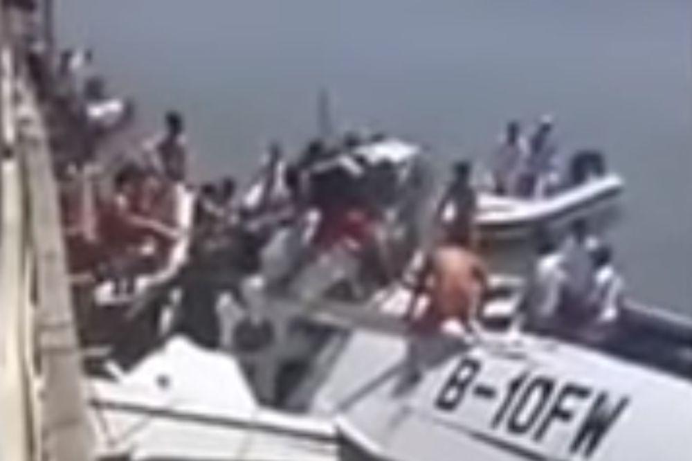 (VIDEO) KOBAN PRVI LET: Hidroavion udario u nadvožnjak kod Šangaja, 5 mrtvih