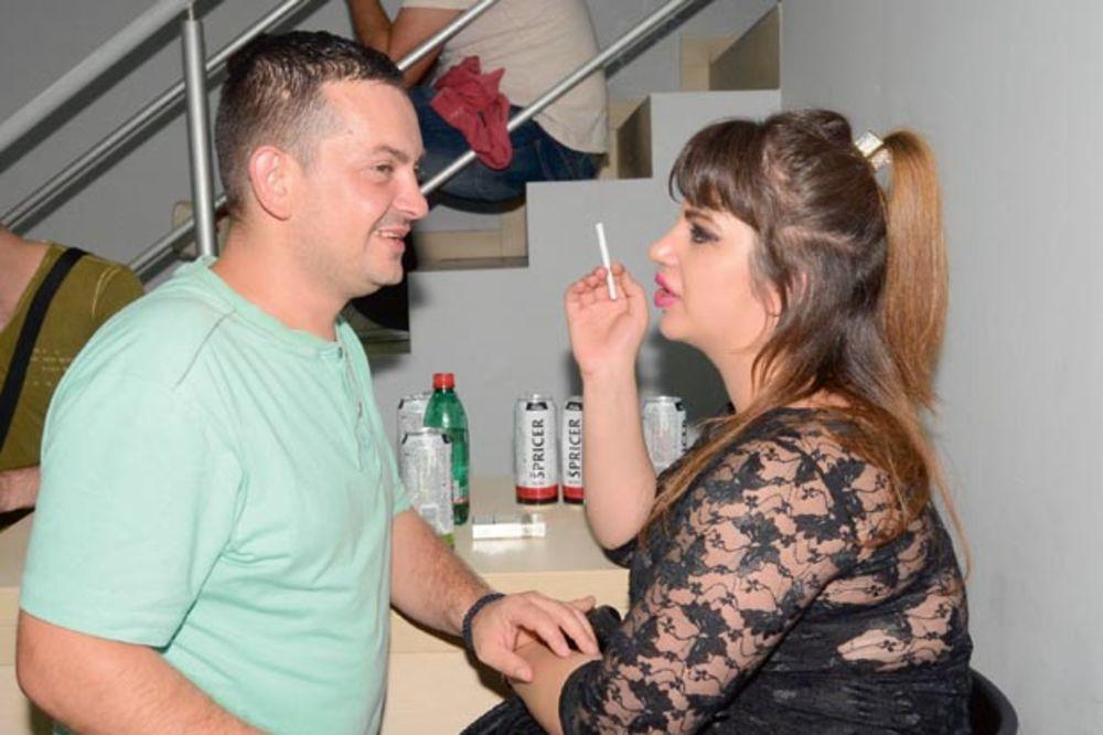 MILJANA KULIĆ I NJEN DEČKO: Prosili za kafu i žickali cigarete