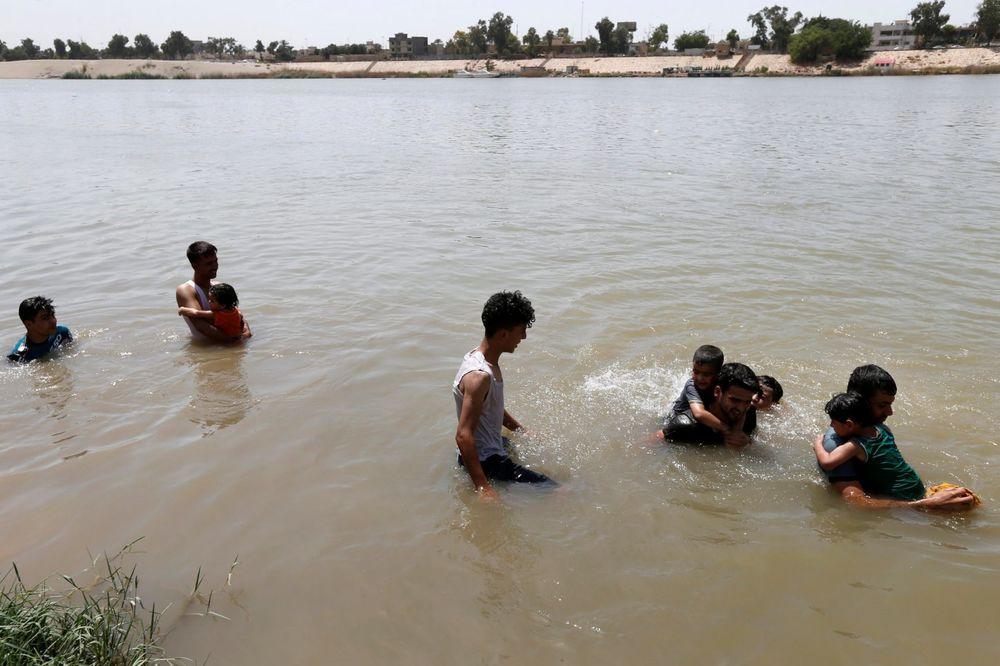 NAJTOPLIJI DAN U GODINI: Iračani se bore sa paklenom temperaturom od 53 stepena!
