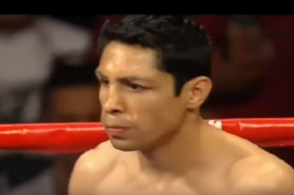 (VIDEO) VISOKA CENA USPEHA: Bivši bokserski šampion ostaje bez oka!