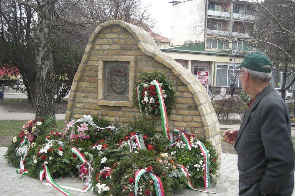 VANDALIZAM U ADI: Naružen spomenik kontroverznom mađarskom generalu srpskog porekla