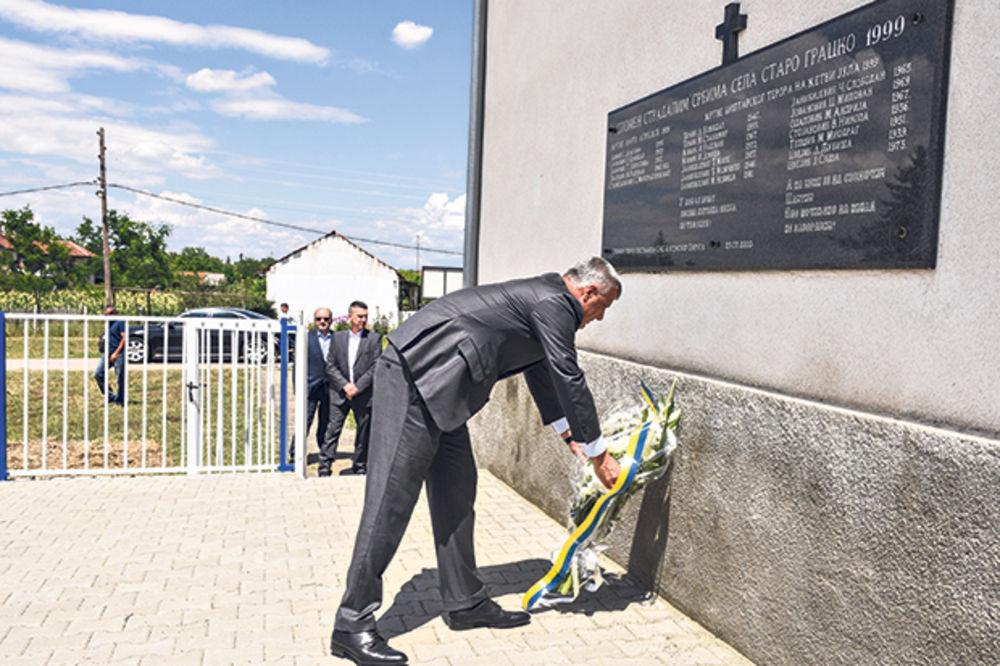 TAČI NA MESTU ZLOČINA: Obišao spomenik ubijenim Srbima!