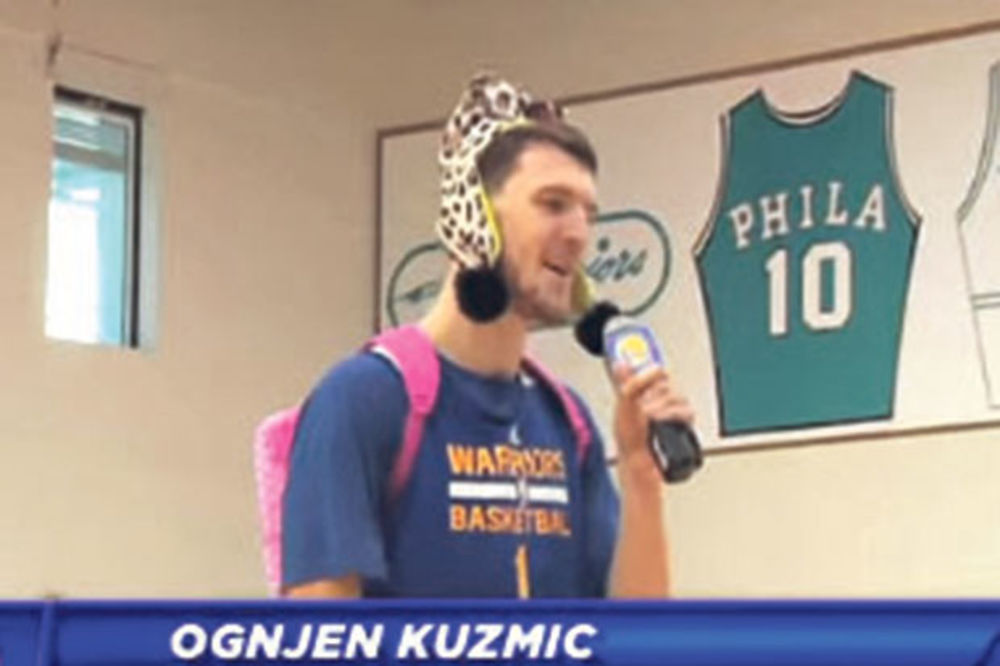 (VIDEO) PRAVI DELIJA: Ognjen Kuzmić pevao Zvezdine pesme u NBA