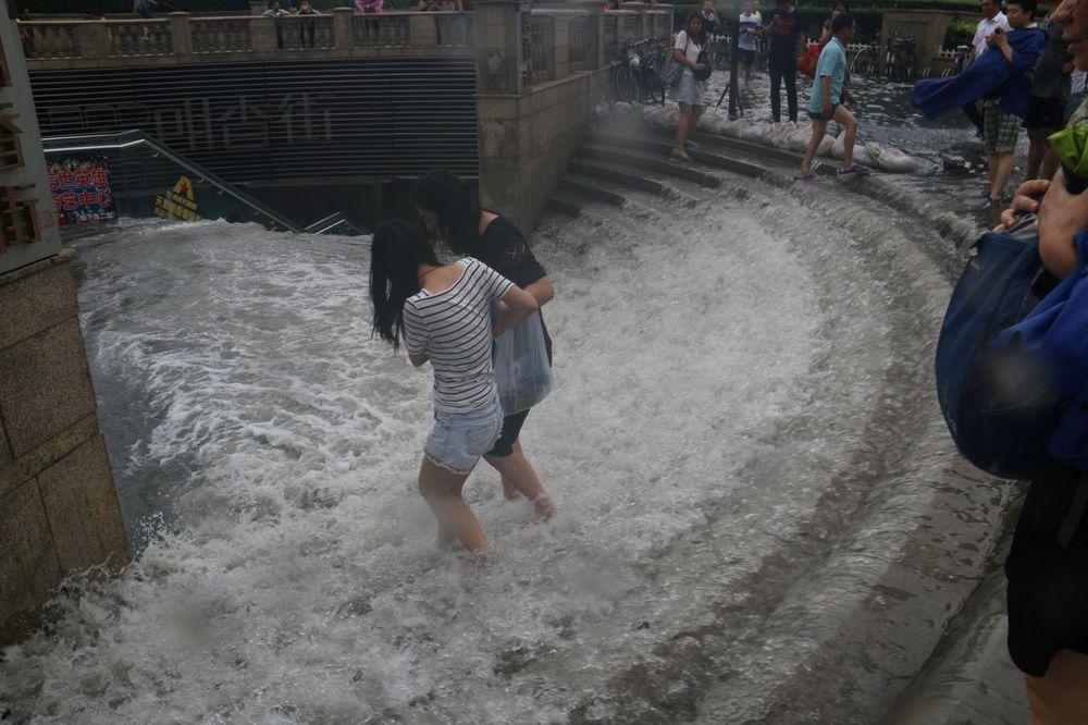 NAJGORE POPLAVE U POSLEDNJIH 100 GODINA: U Kini poginulo najmanje 100 ljudi, uništeno 7.000 kuća