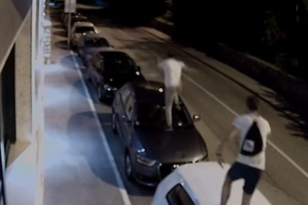 (VIDEO) DIVLJANJE U KOTORU: Beograđanin skakao po automobilima