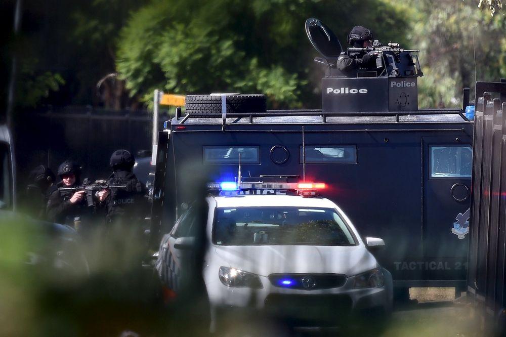 SPREČEN NAPAD NA POLICIJSKU STANICU U SIDNEJU: Hteo da postavi bombu, pa se zapalio!