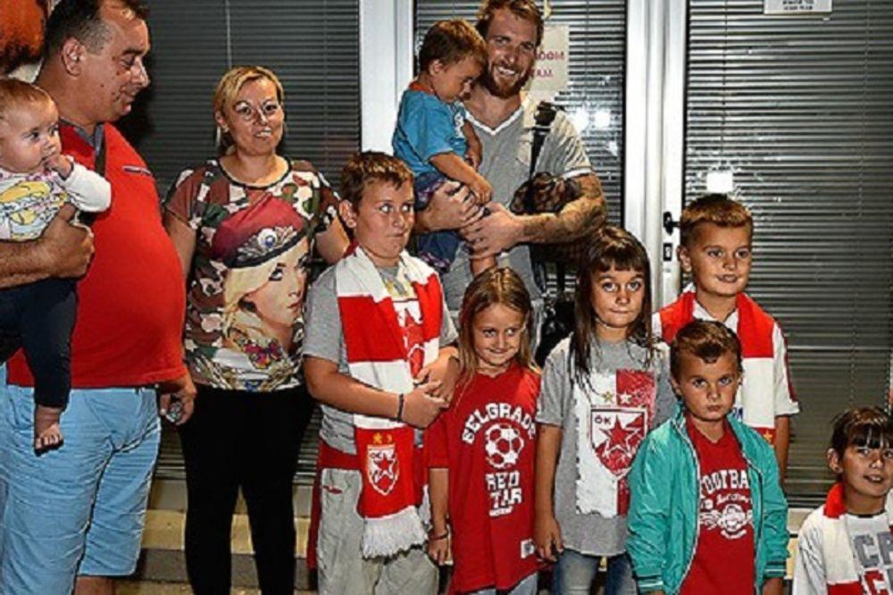 Crvena zvezda ugostila desetočlanu porodicu iz Kragujevca