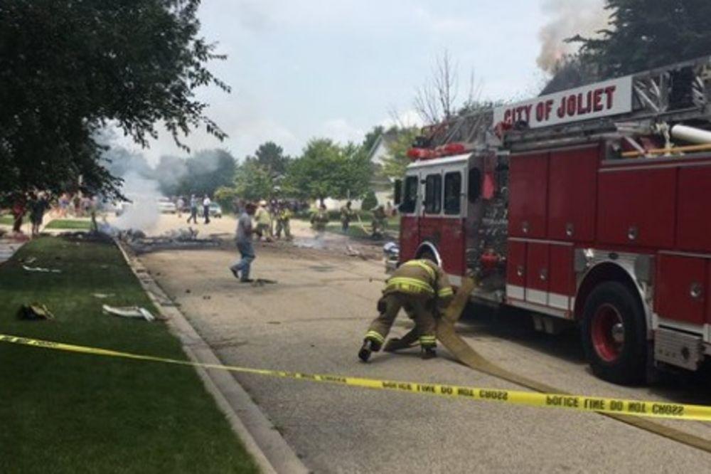 (VIDEO) NAJNOVIJA VEST: Avion se srušio na kuću u predgrađu Čikaga!