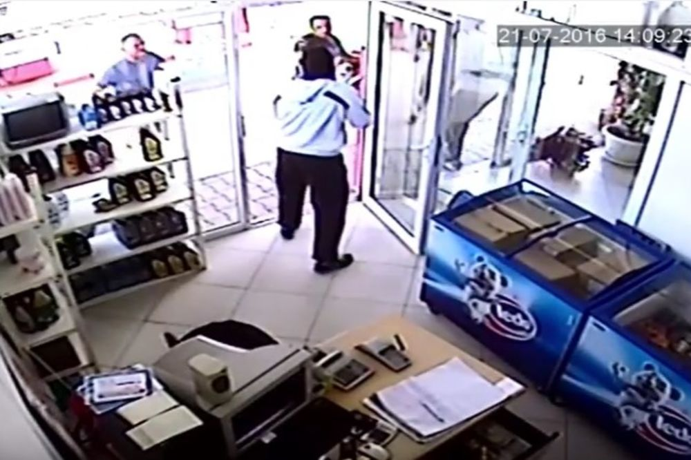 (VIDEO) GOLIM RUKAMA NA RAZBOJNIKA: Građani Gnjilana sprečili pljačku menjačnice