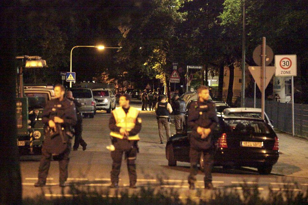 (FOTO) STRAH I PANIKA ISPRAZNILI MINHEN: Ovako je izgledala noć posle stravičnog napada