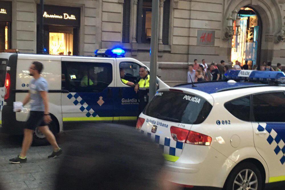 (FOTO) BARSELONA POD OPSADOM: Strahuje se od napada, helikopteri nadleću grad