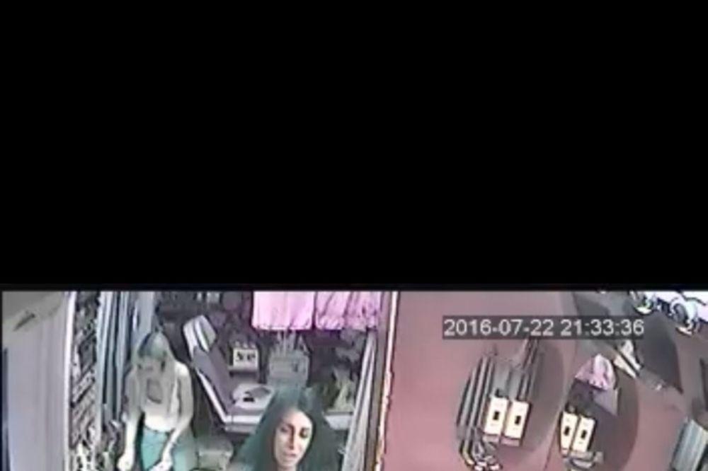 DA LI JE PREPOZNAJETE? Policija traga za ovom devojkom koja pljačka beogradske kozmetičke salone!
