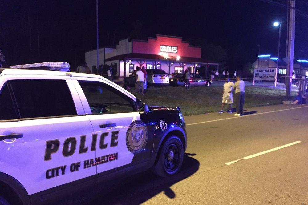 PUCNJAVA U OHAJU: Napadač otvorio vatru u baru, više žrtava