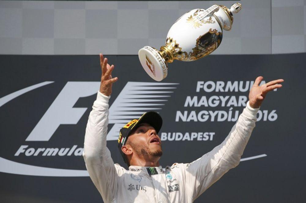 VELIKI KAMBEK: Hamilton trijumfovao u Budimpešti i prestigao Rozberga u generalnom plasmanu