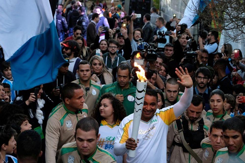 (VIDEO) HAOS U BRAZILU: Pogledajte pokušaj krađe olimpijske baklje