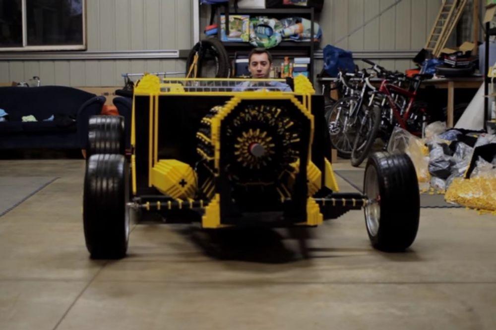 (VIDEO) NAPRAVIO AUTOMOBIL OD LEGO KOCKICA: Najbolje od svega je to što mu ne treba gorivo!