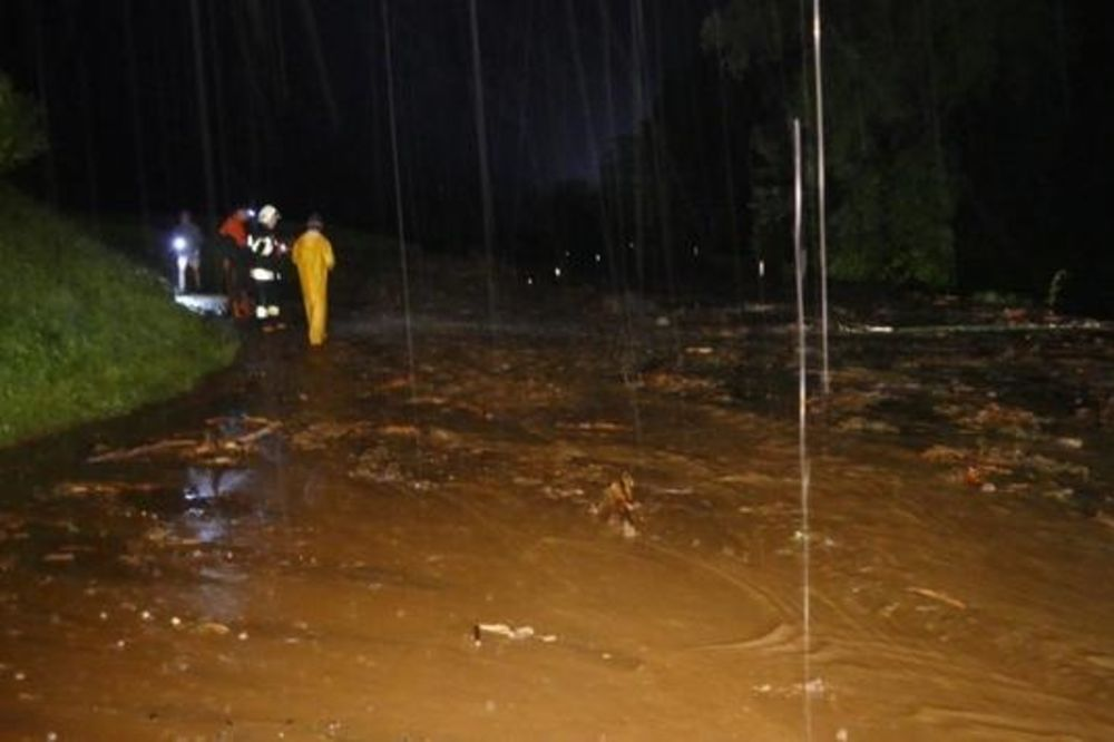 (FOTO) TORNADO PROTUTNJAO AUSTRIJOM: Vetar lomio drveće kao da su čačkalice!