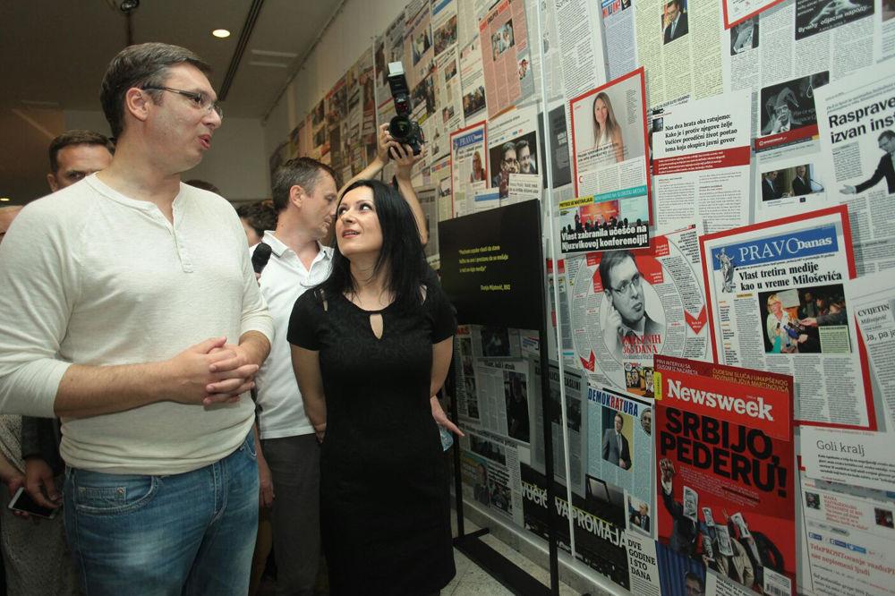 Vučić posetio izložbu Necenzurisane laži