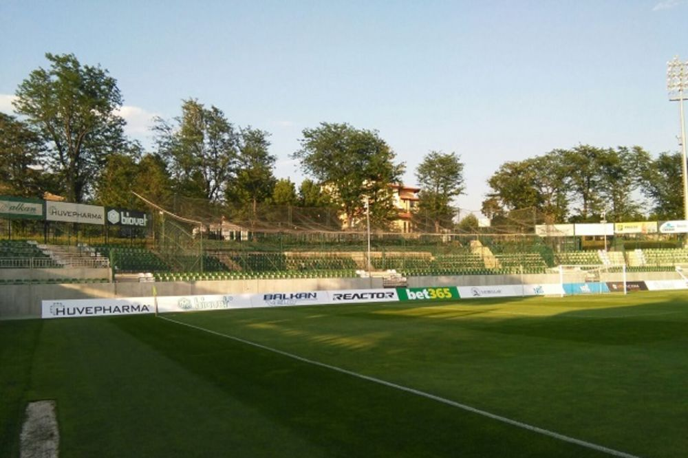 (KURIR TV) BUGARI STRAHUJU OD DELIJA: Pogledajte kavez spremljen za navijače Zvezde u Razgradu