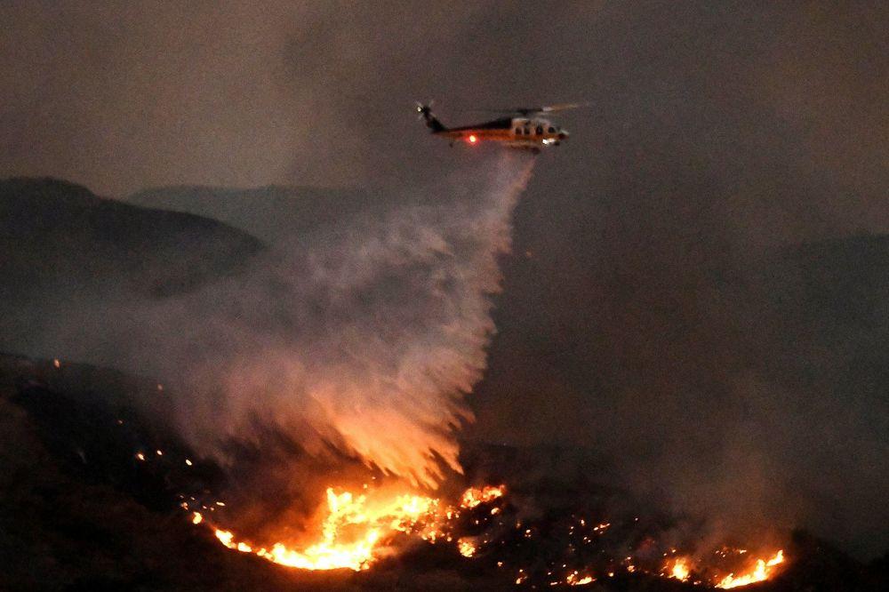 (VIDEO) POŽAR BESNI KALIFORNIJOM: Evakuisano 10.000 kuća u Los Anđelesu