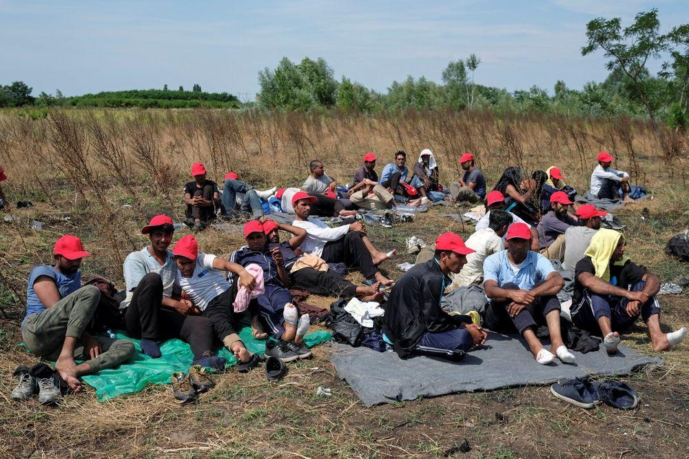 ZAHTEVAJU OD MAĐARSKE DA IH PUSTI: Migranti i dalje štrajkuju glađu na Horgošu