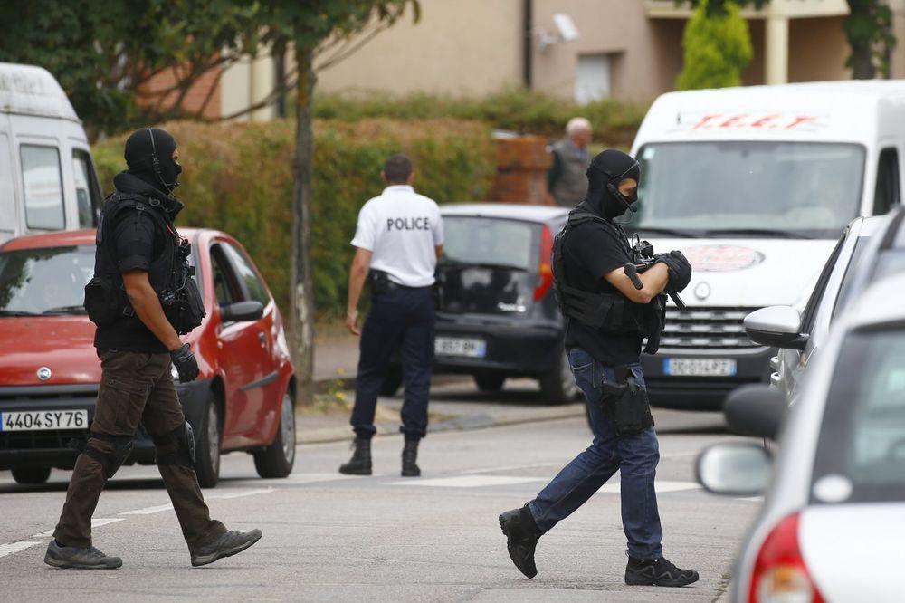 (FOTO) NAPAD NA CRKVU U NORMANDIJI: Ovo je jedan od napadača koji je ubio sveštenika