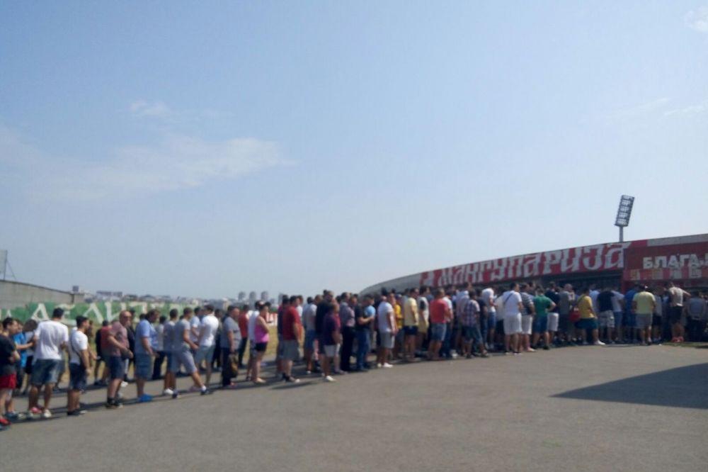 (FOTO) DELIJE OKUPIRALE MARAKANU: Navijači Crvene zvezde pohrlili po karte za Ludogorec i Metalac