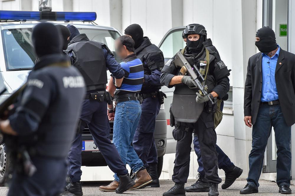 AUSTRIJA IZRUČUJE DŽIHADISTE FRANCUSKOJ: Dvojica terorista uhapšena među migranatima u  Salcburgu!