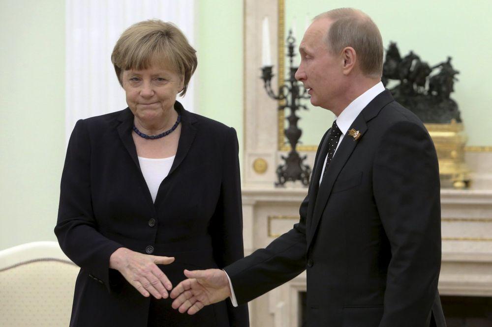 MERKELOVA UOČI SASTANKA SA PUTINOM: Sve opcije su na stolu, pa i nove sankcije Rusiji