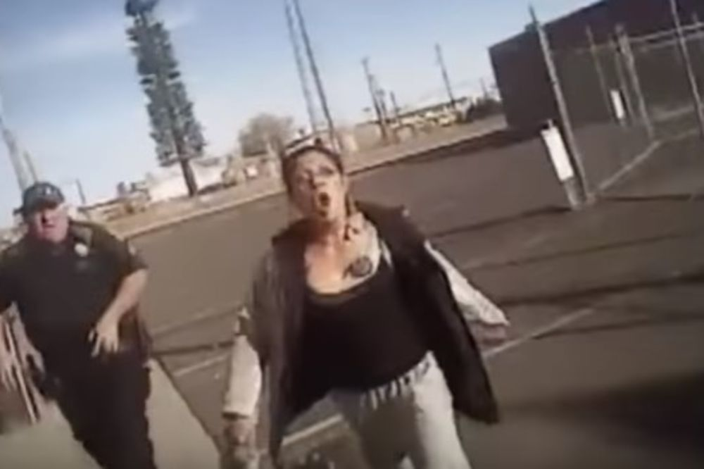 (VIDEO) POLICAJAC BRUTALNO UPUCAO INDIJANKU: Opirala se hapšenju, pa krenula makazama na njega