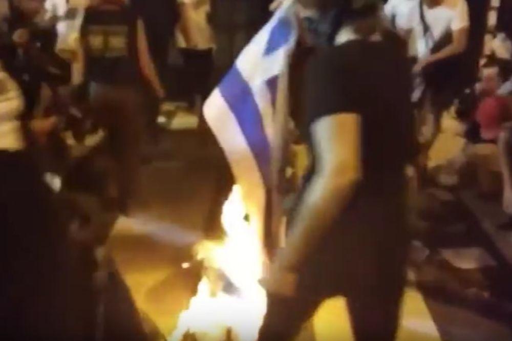 DOK SU DEMOKRATE DRŽALE KONVENCIJU: Spaljena zastava Izraela u Filadelfiji!