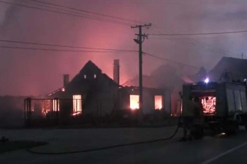 (VIDEO) VELIKI POŽAR U KOVAČICI: Do temelja izgorela fabrika i salon nameštaja!