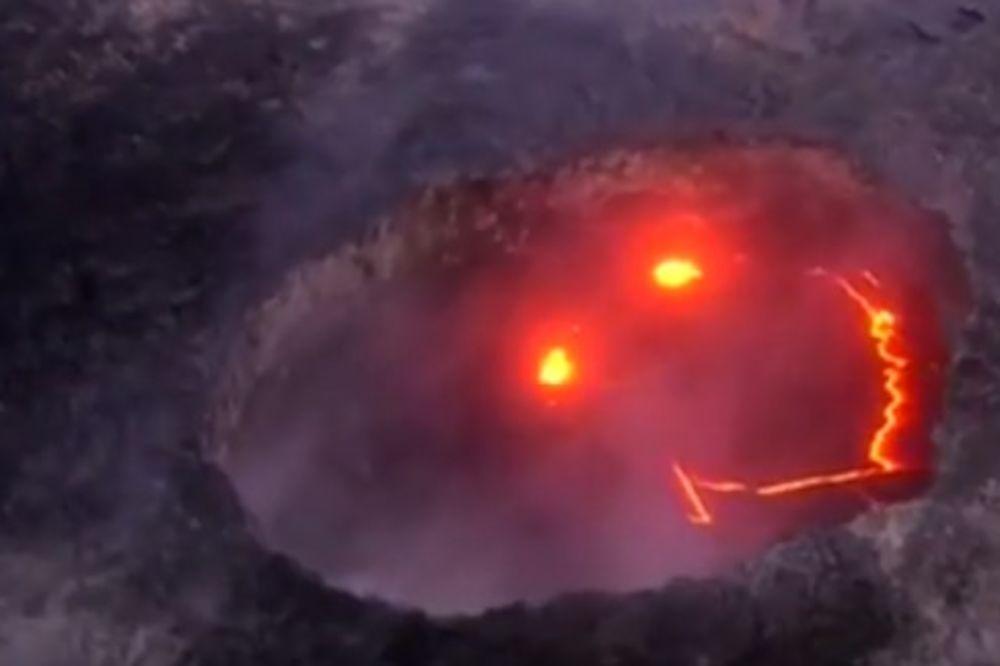 (VIDEO) FENOMENALAN PRIZOR: Vulkan se probudio, a lava se svima nasmejala!