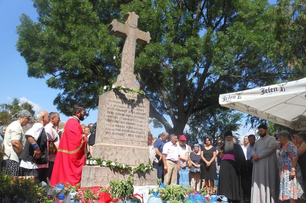 (FOTO) POKLANJANJE OGNJENOJ MARIJI: U ovu crkvicu kod Kikinde vernici dolaze po isceliteljsku vodu