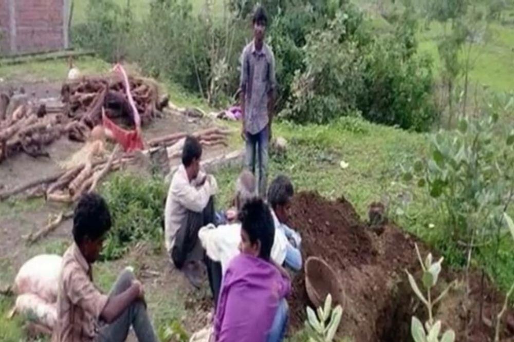 OŽALOŠĆENI UNEZVERENI: Muškarac umro od ujeda zmije, pa se probudio nekoliko sekundi pre kremacije