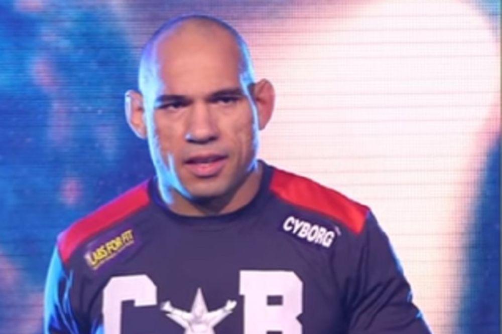 UZNEMIRUJUĆI FOTO: Evo kako izgleda glava MMA borca posle 7 sati operacije
