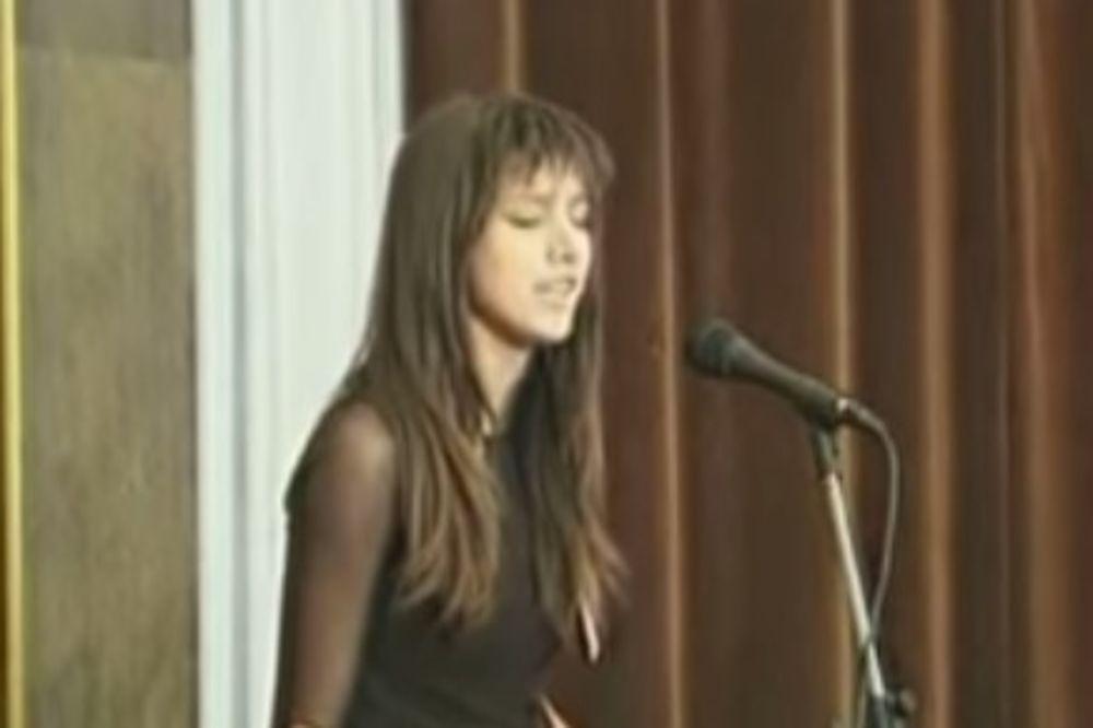 NIKAD JE NEĆETE PREPOZNATI: Učestvovala na je Farmi, a onda odustala od pevanja! Evo gde je danas