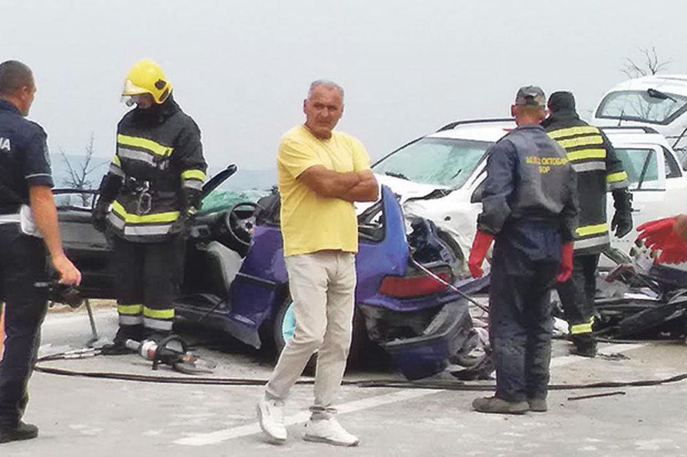 POGINULI POLICAJAC, NJEGOVA ŽENA I MAJKA: Honda je projurila po klizavom putu kao metak!