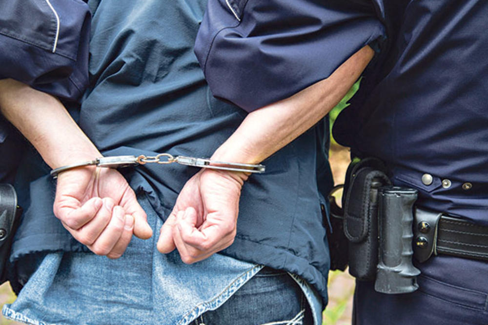 UHAPŠEN LOPOV IZ LEŠTANA: Hteo da zakolje policajca pa dobio metak u noge