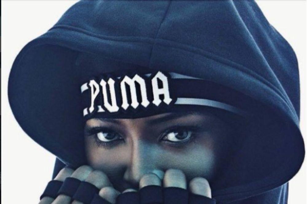 (FOTO) ZAŠTITNO LICE: Naomi Kembel nosi Rijaninu kolekciju