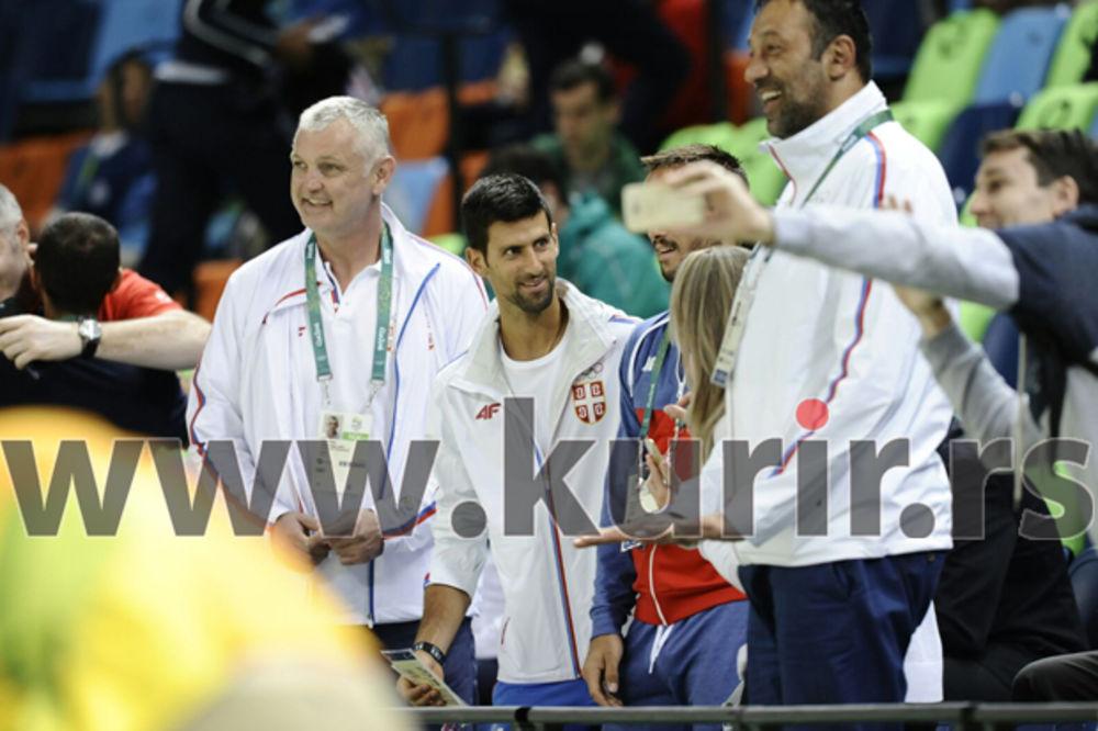 (FOTO) NOLE UZ ORLOVE U RIJU: Evo s kim je Đoković došao na meč Srbija - Francuska