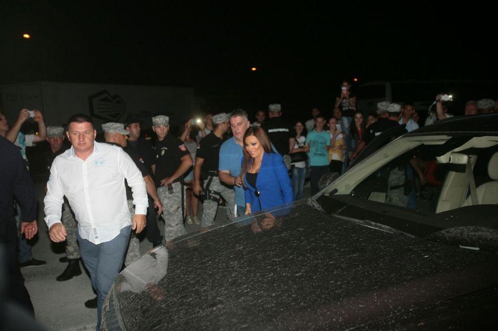 (KURIR TV) OBEZBEĐENJE NA SVE STRANE: Pogledajte kako je Ceca stigla u Guču i napravila haos