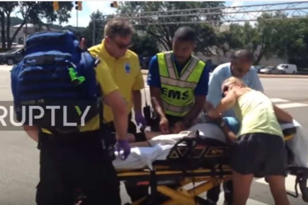 (VIDEO) PUCNJAVA U SEVERNOJ KAROLINI: Ljudi u panici beže iz tržnog centra, ima žrtava!