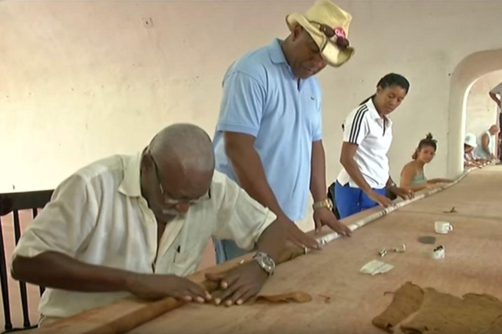 (VIDEO) U ČAST KASTROVOG ROĐENDANA: Kubanac Kueto smotao cigaru od 90 metara