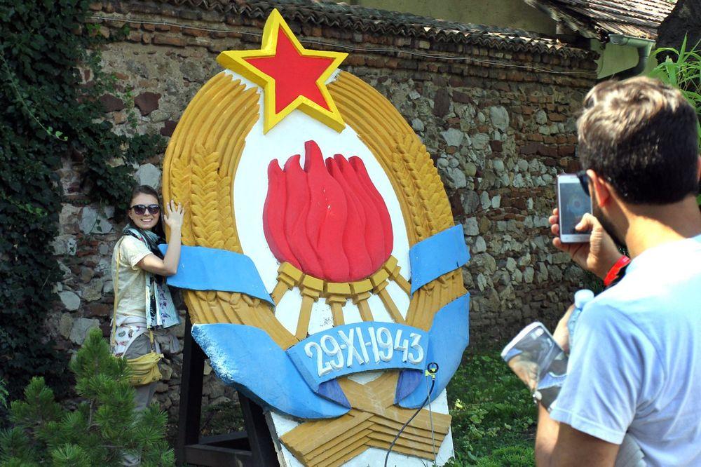 5.000 NIŠLIJA OVDE JE NAPRAVILO SELFI: Grb SFRJ na Tvrđavi omiljeno mesto za slikanje