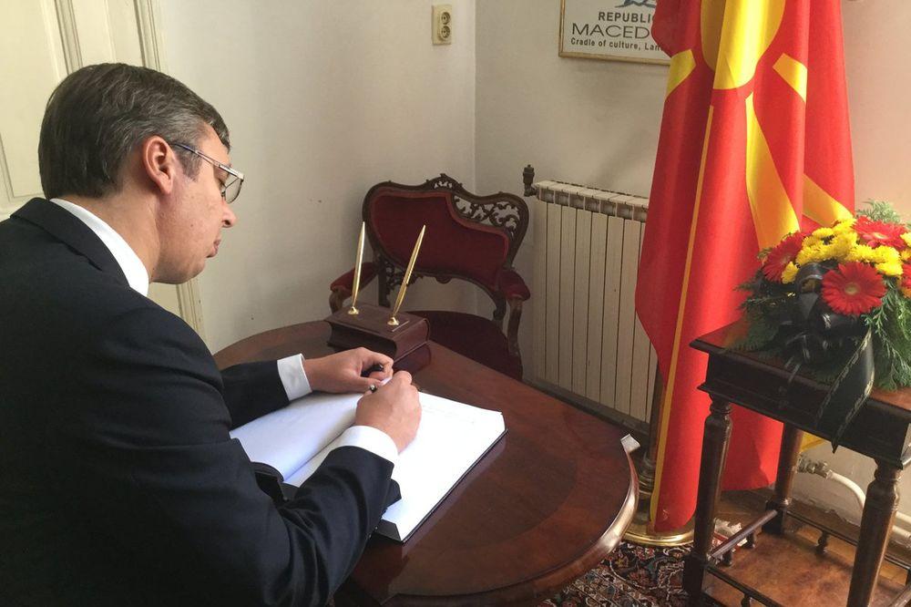 VUČIĆ SE UPISAO U KNJIGU ŽALOSTI: Srbija je uz Makedoniju, kao što je Makedonija bila uz nas