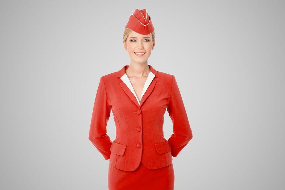(FOTO) NIKADA NE BISTE POGODILI: Da li znate zašto stjuardese drže ruke iza leđa?