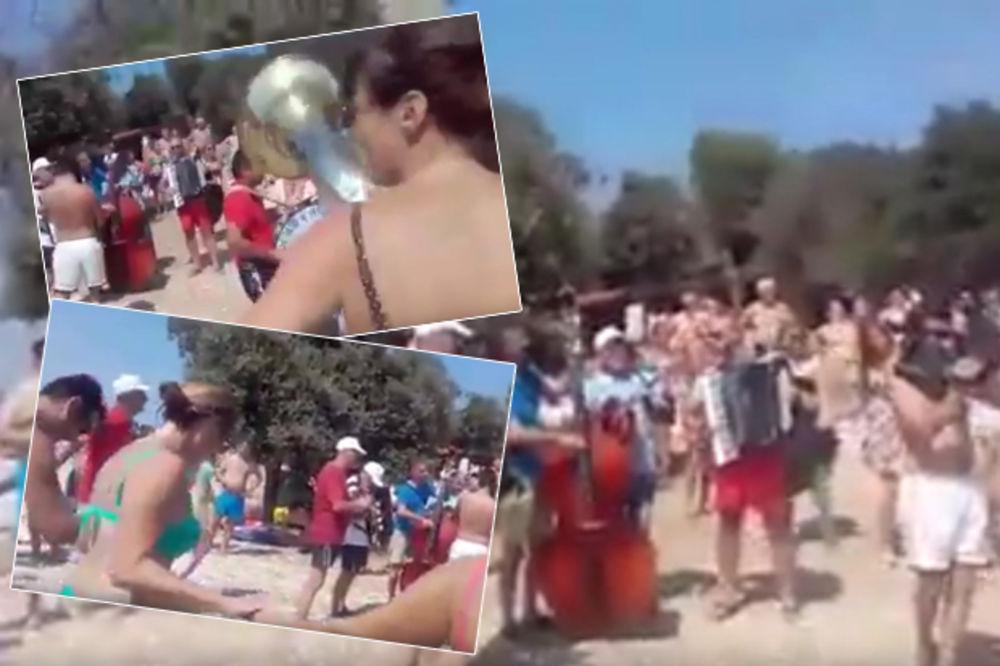 (VIDEO) OPLELI UŽIČKO NASRED HRVATSKE PLAŽE: Ovako se Leskovčani provode u Puli