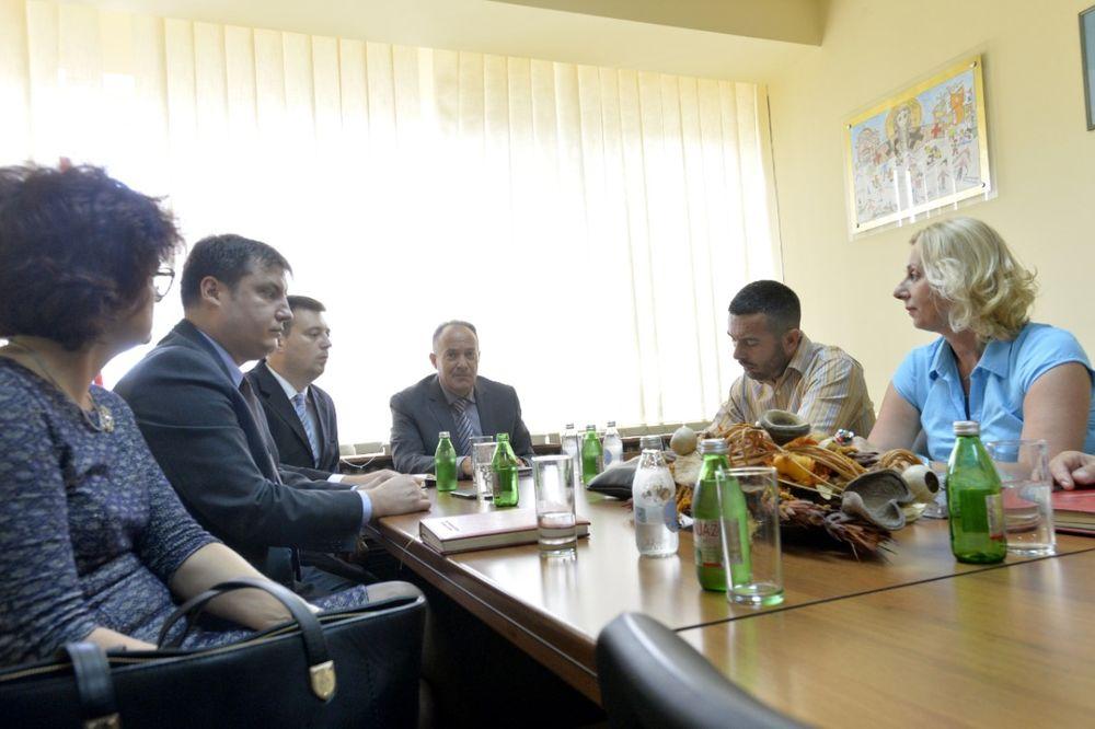 ČESTITKA SINDIKALACA NOVOM ČOVEKU PROSVETE: Ministre, da ne dočekaš nijedan štrajk!